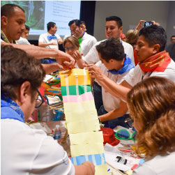Interior84 realizando un curso de integración de equipos usando un curso de Team Building